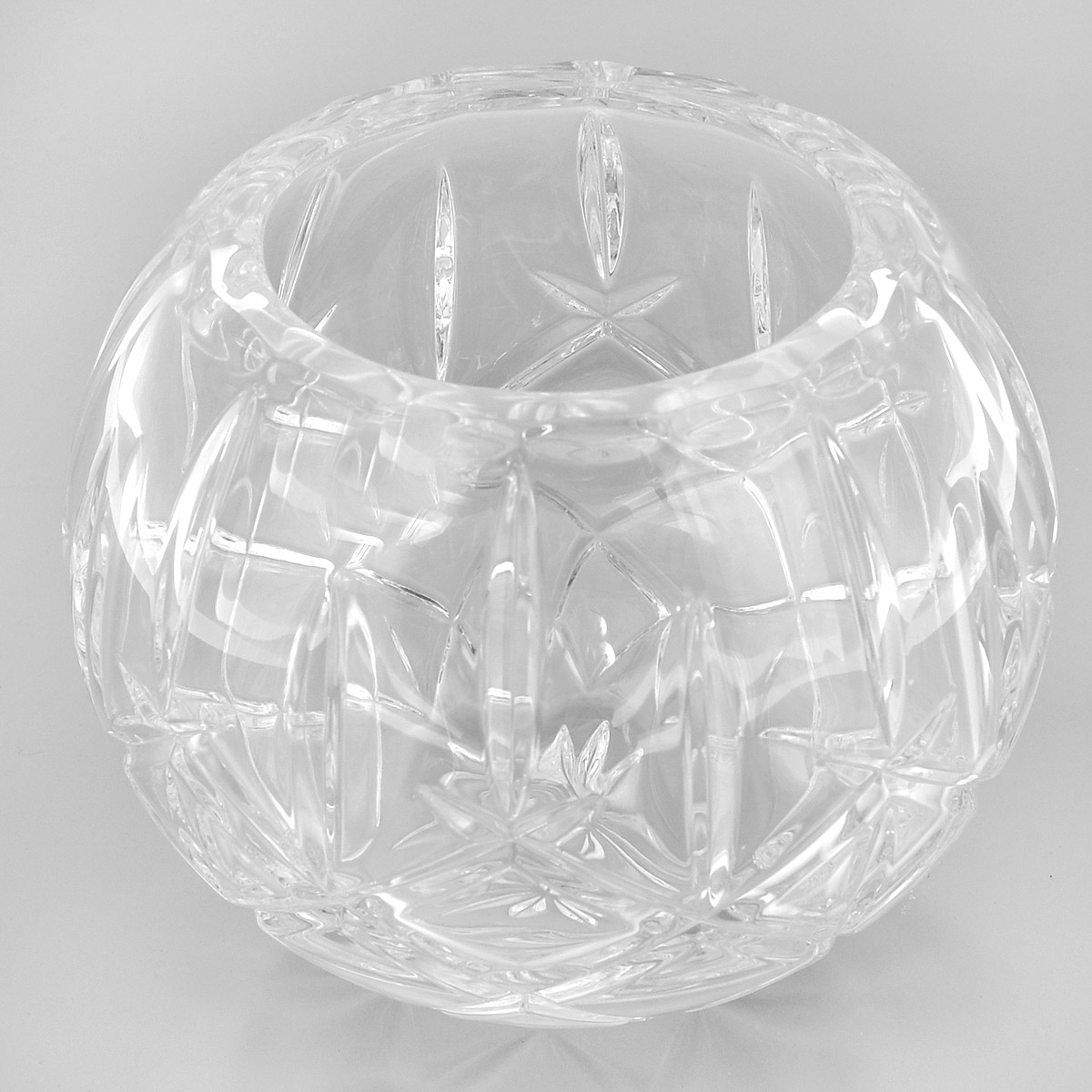 Ваза Crystal Bohemia Шар, диаметр 10 см863631Ваза Crystal Bohemia Шар выполнена из прочного высококачественного хрусталя и декорирована рельефом. Она излучает приятный блеск и издает мелодичный звон. Ваза сочетает в себе изысканный дизайн с максимальной функциональностью. Ваза не только украсит дом и подчеркнет ваш прекрасный вкус, но и станет отличным подарком.Высота: 14 см.Диаметр по верхнему краю: 10 см.Диаметр основания: 7 см.