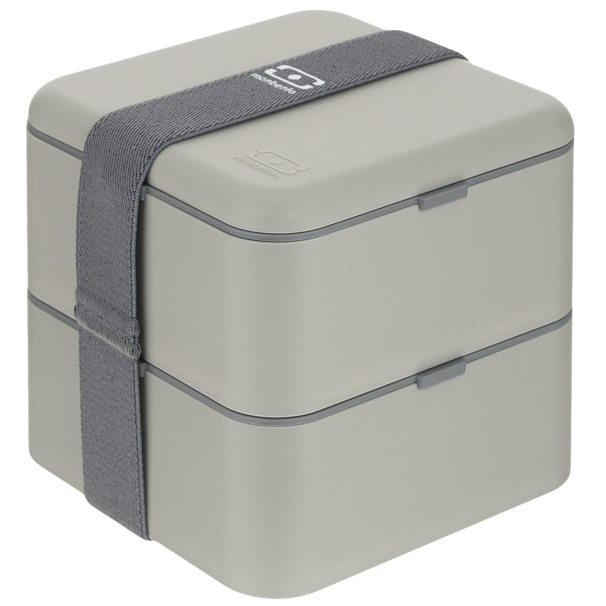 Ланчбокс Monbento Square, цвет: серый, 1,7 лVT-1520(SR)Ланчбокс Monbento Square изготовлен из высококачественного пищевого пластика. Предназначен для хранения и переноски пищевых продуктов в больших порциях: подходит для салатов, бутербродов и других блюд. Ланчбокс представляет собой два квадратных контейнера, в которых удобно хранить сразу несколько видов блюд. Контейнеры вакуумные, что позволяет продуктам дольше оставаться свежими и вкусными. Контейнеры скрепляются эластичной резинкой. Компактные размеры позволят уместить ланчбокс в любой сумке. Его удобно взять с собой на работу, отдых, в поездку. Теперь любимая домашняя еда всегда будет под рукой, а яркий дизайн поднимет настроение и подарит заряд позитива. Можно использовать в микроволновой печи и для хранения пищи в холодильнике, можно мыть в посудомоечной машине. Объем: 1,7 л. Общий размер ланчбокса: 14 см х 14 см х 14 см. Размер контейнера: 14 см х 14 см х 8 см.