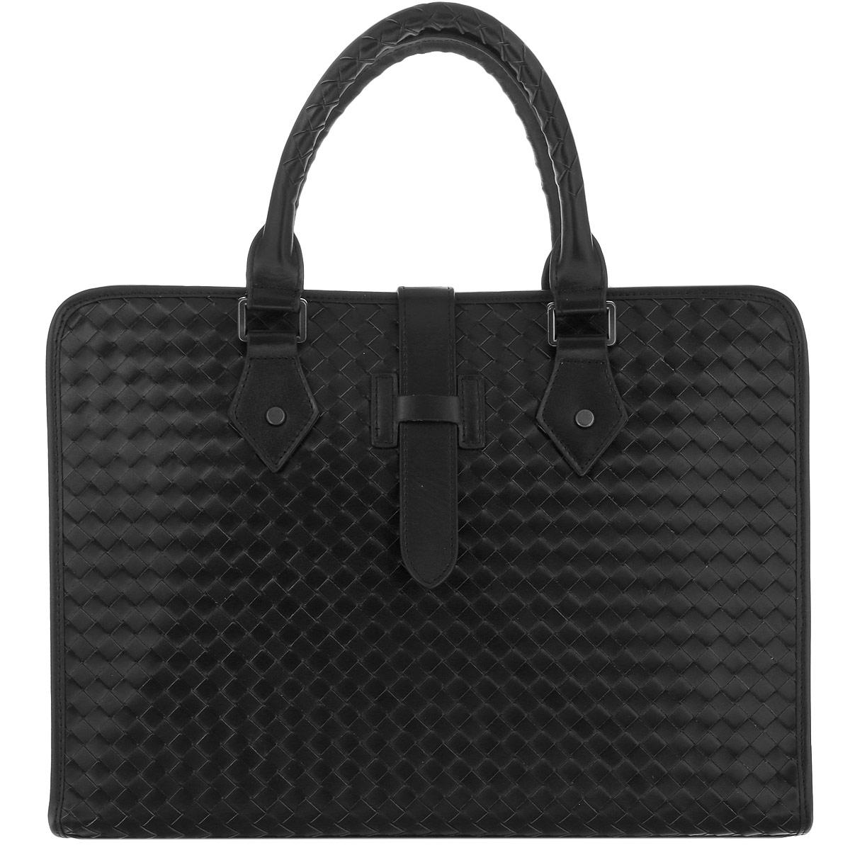 Сумка мужская Vitacci, цвет: черный. LB0019S76245Элегантная мужская сумка Vitacci изготовлена из натуральной кожи, оформлена прострочкой. Изделие закрывается на удобную застежку-молнию. Внутри - одно вместительное отделение, несколько накладных карманчиков для мелочей, телефона и врезной карманчик на застежке-молнии. Изделие упаковано в фирменный чехол.Элегантная сумка внесет роскошные нотки в ваш образ и подчеркнет ваше отменное чувство стиля.