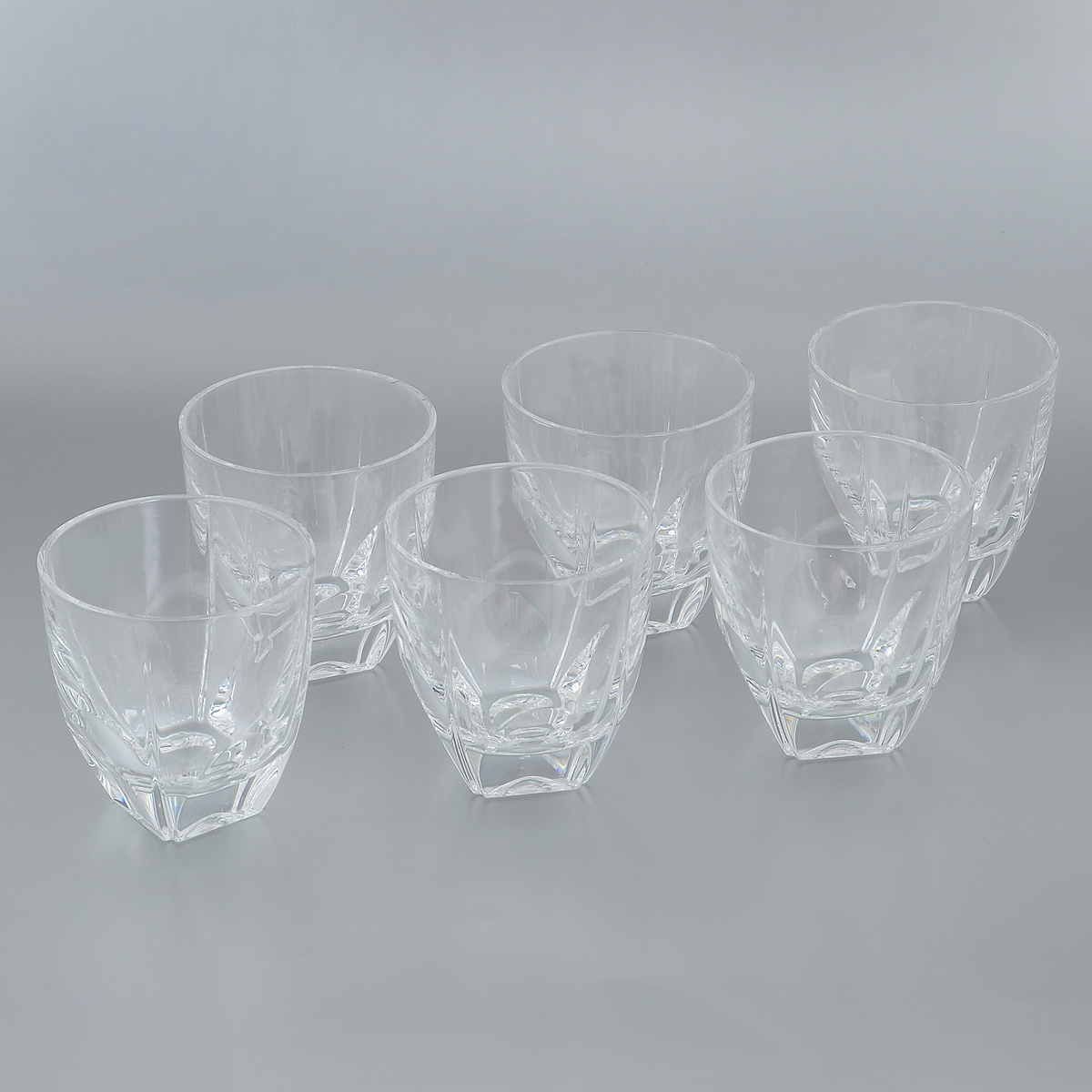 Набор стаканов Crystal Bohemia, 270 мл, 6 штVT-1520(SR)Набор Crystal Bohemia состоит из шести стаканов. Изделия выполнены из прочного высококачественного хрусталя. Они излучают приятный блеск и издают мелодичный звон. Набор предназначен для подачи виски, бренди или коктейлей. Набор Crystal Bohemia прекрасно оформит интерьер кабинета или гостиной и станет отличным дополнением бара. Такой набор также станет хорошим подарком к любому случаю. Диаметр по верхнему краю: 8,5 см.Высота стакана: 9 см.Размер основания: 3,8 см х 3,8 см.