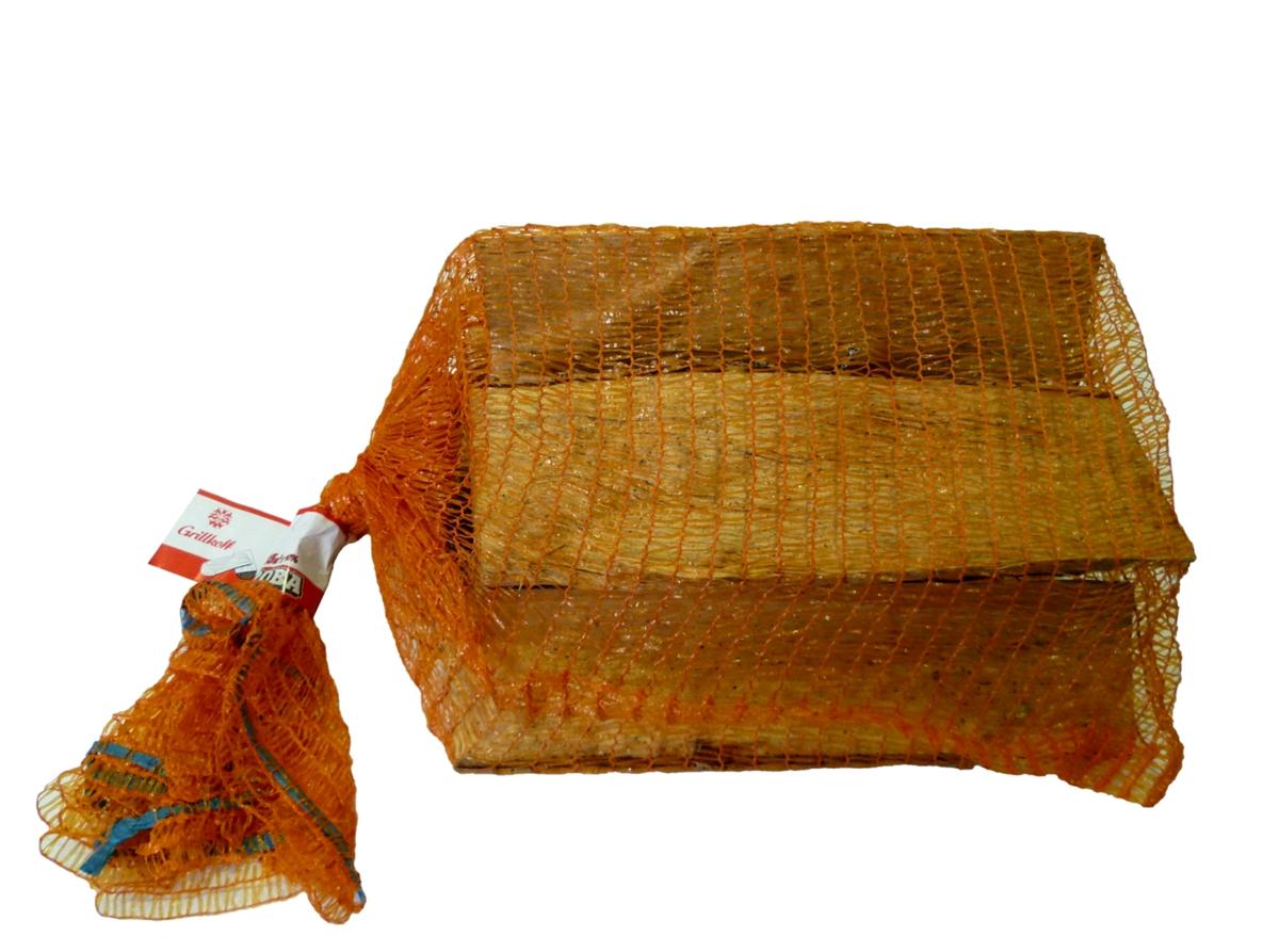 Дрова березовые Грилькофф, 0,015 м34872Дрова березовые, предназначенные для разведения костров, а так же в качестве топлива печей и каминов, фасованы в сетки объемом 15 дм3. Удобны для транспортировки и хранения.