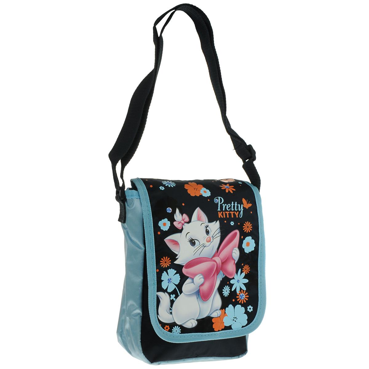 Сумка детская на плечо Marie Cat, цвет: темно-синий, голубойA-B86-05-CДетская сумка Marie Cat выполнена из прочного полиэстера и оформлена термоаппликацией с изображением милой белой кошечки. Сумочка содержит одно отделение и закрывается клапаном на липучке. Внутри находится пришивной кармашек для мелочей на молнии.Сумочка оснащена регулируемым по длине текстильным ремнем для переноски на плече, благодаря чему подойдет ребенку любого роста.