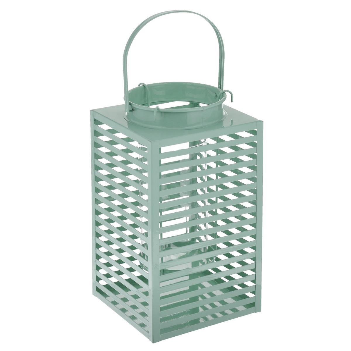 Подсвечник Gardman Orion, цвет: зеленый, 16,5 см х 30 смRG-D31SДекоративный подсвечник Gardman Orion порадует каждого, кто его увидит. Подсвечник выполнен из металла в виде прямоугольной корзины, оснащенной внутри стеклянной емкостью для размещения свечи. Емкость подвешивается на специальные крючки за край подсвечника. Изделие оснащено металлической ручкой. Теплое мерцание пламени свечи подарит вам настроение волшебства и торжественности. Создайте в своем доме атмосферу уюта, преображая интерьер стильными, радующими глаза предметами. Размер подсвечника: 16,5 см х 16,5 см х 30 см.Высота емкости для свечи: 17 см.Диаметр емкости для свечи (по верхнему краю): 9 см.Высота ручки: 13 см.