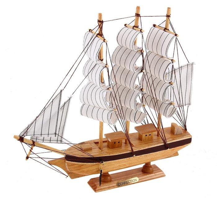 Корабль сувенирный Confection, длина 30 см25051 7_зеленыйСувенирный корабль Confection, изготовленный из дерева и текстиля, это великолепный элемент декора рабочей зоны в офисе или кабинете. Корабль с парусами и якорями помещен на деревянную подставку. Время идет, и мы становимся свидетелями развития технического прогресса, новых учений и практик. Но одно не подвластно времени - это любовь человека к морю и кораблям. Сувенирный корабль наполнен историей и силой океанских вод. Данная модель кораблика станет отличным подарком для всех любителей морей, поклонников историй о покорении океанов и неизведанных земель. Модель корабля - подарок со смыслом. Издавна на Руси считалось, что корабли приносят удачу и везение. Поэтому их изображения, фигурки и точные копии всегда присутствовали в помещениях. Удивите себя и своих близких необычным презентом.