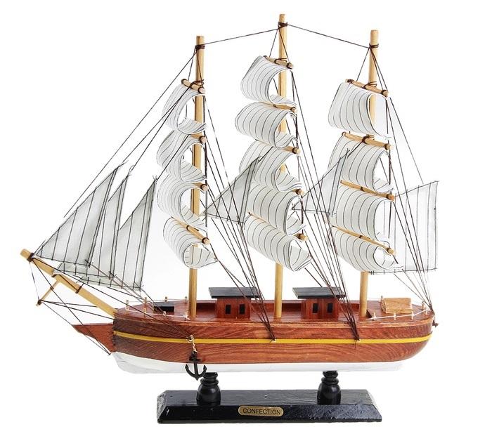 Корабль сувенирный Confection, длина 40 см. 12718528907 4Сувенирный корабль Confection, изготовленный из дерева и текстиля, это великолепный элемент декора рабочей зоны в офисе или кабинете. Корабль с парусами и якорями помещен на деревянную подставку. Время идет, и мы становимся свидетелями развития технического прогресса, новых учений и практик. Но одно не подвластно времени - это любовь человека к морю и кораблям. Сувенирный корабль наполнен историей и силой океанских вод. Данная модель кораблика станет отличным подарком для всех любителей морей, поклонников историй о покорении океанов и неизведанных земель. Модель корабля - подарок со смыслом. Издавна на Руси считалось, что корабли приносят удачу и везение. Поэтому их изображения, фигурки и точные копии всегда присутствовали в помещениях. Удивите себя и своих близких необычным презентом.
