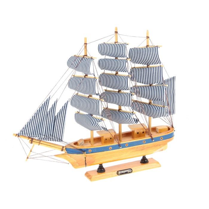 Корабль сувенирный Попутного ветра, длина 40 смNLED-420-1.5W-RСувенирный корабль Попутного ветра, изготовленный из дерева и текстиля, это великолепный элемент декора рабочей зоны в офисе или кабинете. Корабль с парусами и якорями помещен на деревянную подставку. Время идет, и мы становимся свидетелями развития технического прогресса, новых учений и практик. Но одно не подвластно времени - это любовь человека к морю и кораблям. Сувенирный корабль наполнен историей и силой океанских вод. Данная модель кораблика станет отличным подарком для всех любителей морей, поклонников историй о покорении океанов и неизведанных земель. Модель корабля - подарок со смыслом. Издавна на Руси считалось, что корабли приносят удачу и везение. Поэтому их изображения, фигурки и точные копии всегда присутствовали в помещениях. Удивите себя и своих близких необычным презентом.