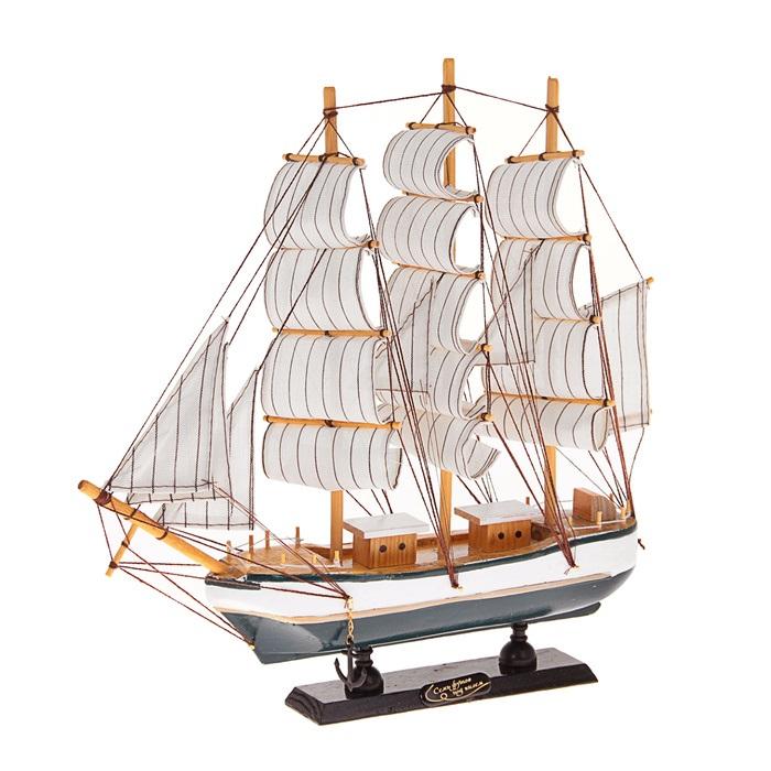 Корабль сувенирный Семь футов под килем, длина 32 см. 45203374-0140Сувенирный корабль Семь футов под килем, изготовленный из дерева и текстиля, это великолепный элемент декора рабочей зоны в офисе или кабинете. Корабль с парусами помещен на деревянную подставку. Время идет, и мы становимся свидетелями развития технического прогресса, новых учений и практик. Но одно не подвластно времени - это любовь человека к морю и кораблям. Сувенирный корабль наполнен историей и силой океанских вод. Данная модель кораблика станет отличным подарком для всех любителей морей, поклонников историй о покорении океанов и неизведанных земель. Модель корабля - подарок со смыслом. Издавна на Руси считалось, что корабли приносят удачу и везение. Поэтому их изображения, фигурки и точные копии всегда присутствовали в помещениях. Удивите себя и своих близких необычным презентом. УВАЖАЕМЫЕ КЛИЕНТЫ! Обращаем ваше внимание на возможные изменения в дизайне, связанные с ассортиментом продукции. Поставка осуществляется в зависимости от наличия на складе.