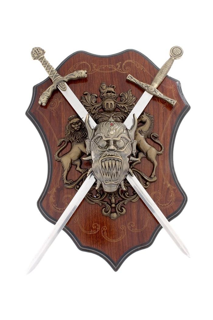 Декоративное настенное панно Sima-land Геральдика. 663026RG-D31SДекоративное настенное панно Sima-land Геральдика, выполненное из пластика и металла в виде герба со львом, лошадью, оружием и головой демона, поможет украсить дом и внести оригинальный штрих в интерьер. В панно вставлено два меча. При желании их можно вынуть. Лезвия мечей не заточены. Расположено панно на деревянном основании. Такое настенное украшение может стать блестящим подарком для мужчины, прекрасным вариантом как для партнера по бизнесу, так и для любимого.Длина меча: 43 см.Размер панно (без учета длины мечей): 36 см х 26 см.