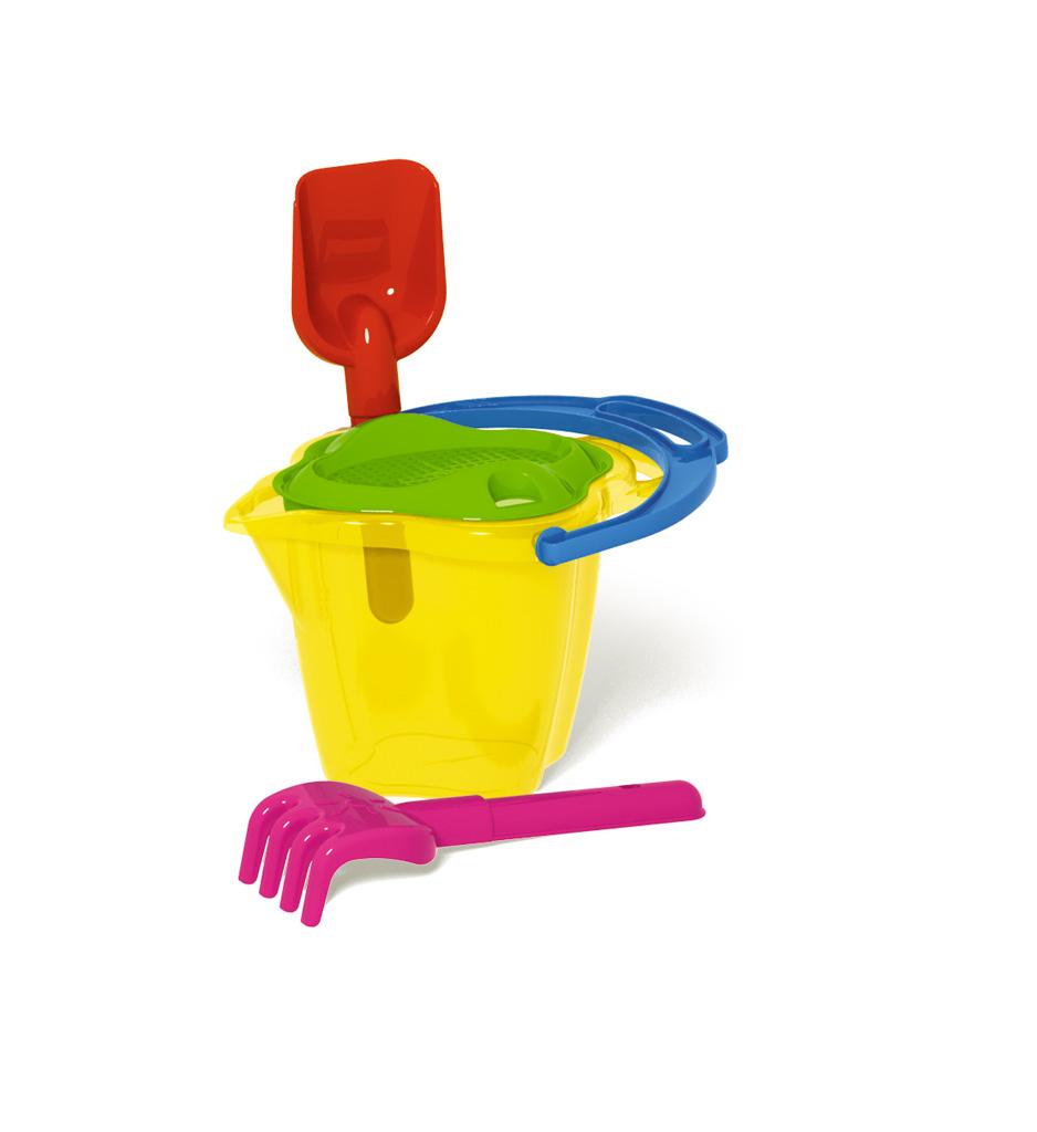 """Яркий набор для песка """"Stellar"""" доставит много радости вашему малышу. В набор входит: ведерко-кувшин, сито, лопатка, грабли. Все элементы набора изготовлены из высококачественного безопасного ударопрочного пластика. Для удобства грабельки и лопатка крепятся к корпусу. С набором для песка """"Stellar"""" ваш малыш будет часами занят игрой. Объем ведерка: 1,1 л. Длина лопатки: 19 см. Длина грабель: 19 см. УВАЖАЕМЫЕ КЛИЕНТЫ! Обращаем ваше внимание на возможные изменения в дизайне, связанные с ассортиментом продукции. Поставка осуществляется в зависимости от наличия на складе. Комплектация остается без изменений."""