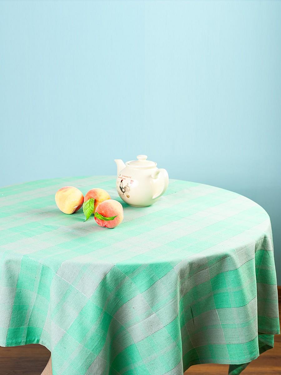 Скатерть Arloni Классик, прямоугольная, цвет: мята, 150x 220 см1004900000360Скатерть Arloni Классик изготовлена из натурального хлопка с добавлением люрекса. Изделие оформлено принтом в клетку, что прекрасно подходит для интерьера кухни дома или на даче. Хлопковые скатерти универсальны. Подходят для каждодневного использования. Прочные и легко стираются. Скатерть Arloni Классик - классический вариант, выполненный в идеально подобранной цветовой гамме, который прекрасно дополнит и придаст законченный вариант оформления вашей гостиной или кухни. Рекомендуется ручная стирка.