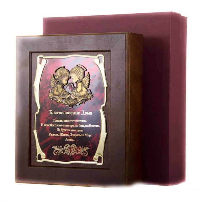 Ключница Ангелы Благословение Дома Господь защитит этот дом…, 36,5 х 32 см, подарочная коробка54 009312Настенная ключница из натурального дерева, с натурального деревас внутренней бархатной отделкой, декорированна метализированной пластиной с лазерной гравировкой и накладкой, упакованна в подарочный футляр, размер 36,5х32х7 см, коричневый/золотой