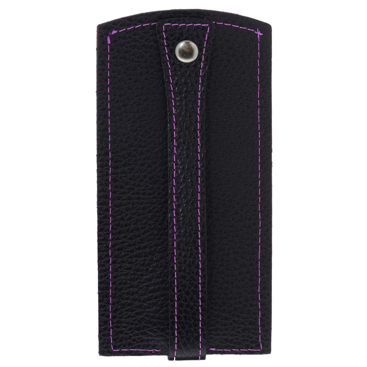 Ключница Dimanche Mumi, цвет: черный, фиолетовый. 056Ажурная брошьИзысканная ключница Dimanche Mumi изготовлена из высококачественной натуральной кожи и декорирована фактурным тиснением. Изделие закрывается хлястиком на кнопку. На нижнем конце хлястика расположено металлическое кольцо для крепления ключей.Ключница упакована в пластиковый чехол.Модная ключница прекрасно дополнит ваш образ и станет незаменимым аксессуаром на каждый день.