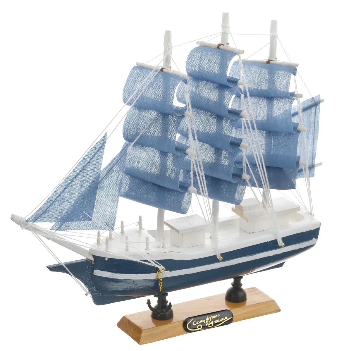 Корабль сувенирный Семь футов под килем, длина 24 смTHN132NСувенирный корабль Семь футов под килем, изготовленный из дерева и текстиля, это великолепный элемент декора рабочей зоны в офисе или кабинете. Корабль с парусами и якорями помещен на деревянную подставку. Время идет, и мы становимся свидетелями развития технического прогресса, новых учений и практик. Но одно не подвластно времени - это любовь человека к морю и кораблям. Сувенирный корабль наполнен историей и силой океанских вод. Данная модель кораблика станет отличным подарком для всех любителей морей, поклонников историй о покорении океанов и неизведанных земель. Модель корабля - подарок со смыслом. Издавна на Руси считалось, что корабли приносят удачу и везение. Поэтому их изображения, фигурки и точные копии всегда присутствовали в помещениях. Удивите себя и своих близких необычным презентом.
