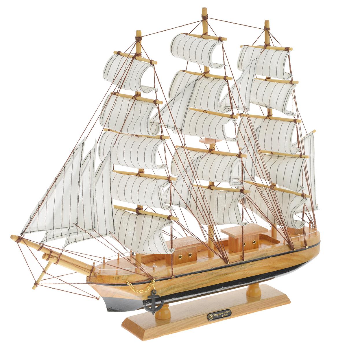 Корабль сувенирный Держись своего курса, длина 50 см74-0060Сувенирный корабль Держись своего курса, изготовленный из дерева и текстиля, это великолепный элемент декора рабочей зоны в офисе или кабинете. Корабль с парусами и якорями помещен на деревянную подставку. Время идет, и мы становимся свидетелями развития технического прогресса, новых учений и практик. Но одно не подвластно времени - это любовь человека к морю и кораблям. Сувенирный корабль наполнен историей и силой океанских вод. Данная модель кораблика станет отличным подарком для всех любителей морей, поклонников историй о покорении океанов и неизведанных земель. Модель корабля - подарок со смыслом. Издавна на Руси считалось, что корабли приносят удачу и везение. Поэтому их изображения, фигурки и точные копии всегда присутствовали в помещениях. Удивите себя и своих близких необычным презентом.