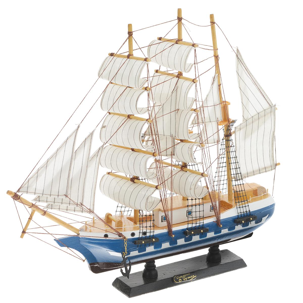 Корабль сувенирный Семь футов под килем, длина 45 смRG-D31SСувенирный корабль Семь футов под килем, изготовленный из дерева и текстиля, это великолепный элемент декора рабочей зоны в офисе или кабинете. Корабль с парусами и якорями помещен на деревянную подставку. Время идет, и мы становимся свидетелями развития технического прогресса, новых учений и практик. Но одно не подвластно времени - это любовь человека к морю и кораблям. Сувенирный корабль наполнен историей и силой океанских вод. Данная модель кораблика станет отличным подарком для всех любителей морей, поклонников историй о покорении океанов и неизведанных земель. Модель корабля - подарок со смыслом. Издавна на Руси считалось, что корабли приносят удачу и везение. Поэтому их изображения, фигурки и точные копии всегда присутствовали в помещениях. Удивите себя и своих близких необычным презентом.