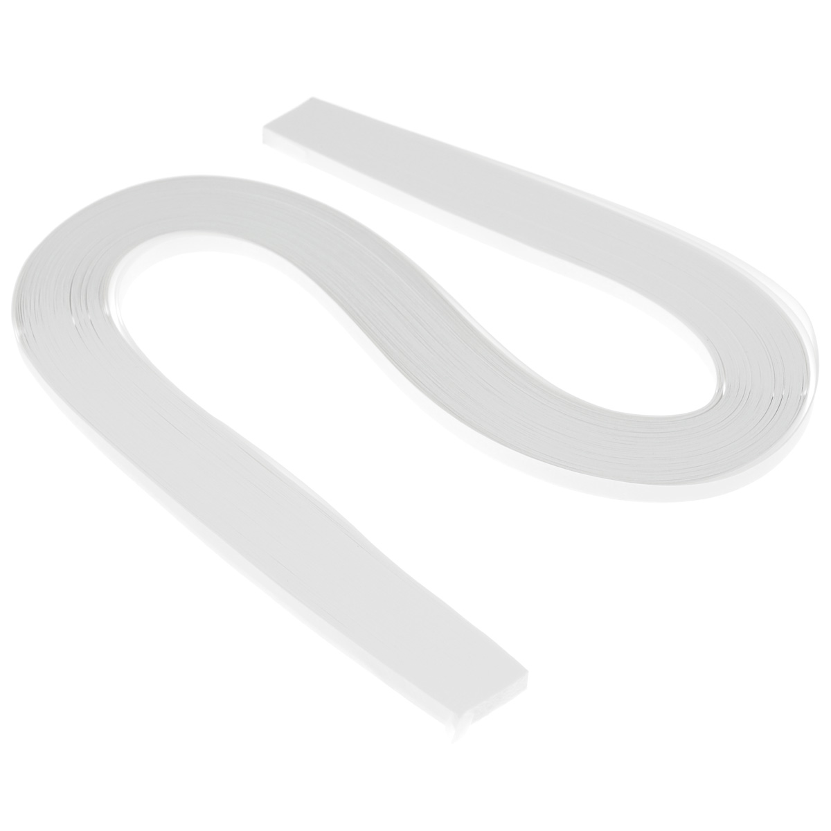 Бумага для квиллинга Рукоделие, цвет: белый, ширина 0,5 см, длина 54 см, 120 штRSP-202SБумага для квиллинга Рукоделие - это порезанные специальным образом полоски бумаги определенной плотности. Такая бумага пластична, не расслаивается, легко и равномерно закручивается в спираль, благодаря чему готовым спиралям легче придать форму. Квиллинг (бумагокручение) - техника изготовления плоских или объемных композиций из скрученных в спиральки длинных и узких полосок бумаги. Из бумажных спиралей создаются необычные цветы и красивые витиеватые узоры, которые в дальнейшем можно использовать для украшения открыток, альбомов, подарочных упаковок, рамок для фотографий и даже для создания оригинальных бижутерий. Это простой и очень красивый вид рукоделия, не требующий больших затрат. Длина полоски бумаги: 54 см. Ширина полоски бумаги: 5 мм.