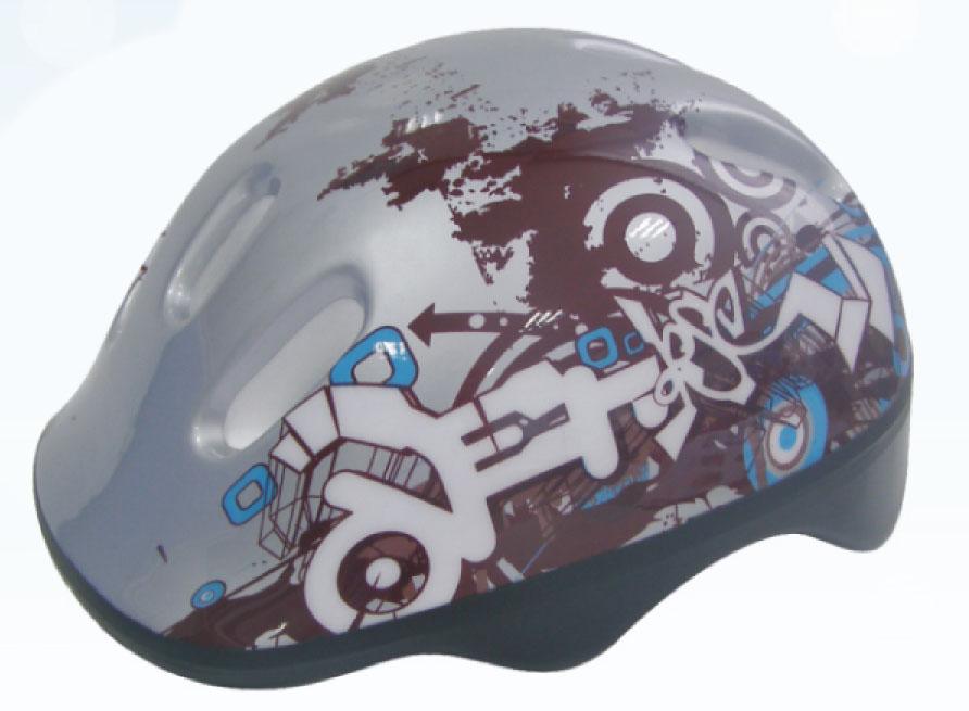 """Шлем """"Action"""" послужит отличной защитой для ребенка во время катания на роликах или велосипеде. Он выполнен из плотного вспененного пенопласта, покрытого пластиковой пленкой и отлично сидит на голове, благодаря мягким вставкам на внутренней стороне. Шлем снабжен системой вентиляции и крепится при помощи удобного регулируемого ремня с пластиковым карабином, застегивающимся на подбородке."""