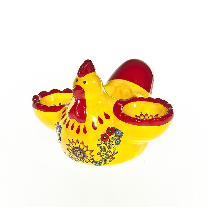 Подставка под яйца Home Queen Курочка с узором, 2 ячейкиВетерок 2ГФПодставка Home Queen Курочка с узором станет оригинальным украшением праздничного стола на Пасху. Изделие изготовлено из керамики и служит подставкой для яиц. Подставка выполнена в виде забавной курочки с двумя ячейками для яиц и декорирована цветочным узором. Подставка Home Queen Курочка с узором может стать красивым пасхальным подарком для друзей или близких. Диаметр ячейки: 4 см.