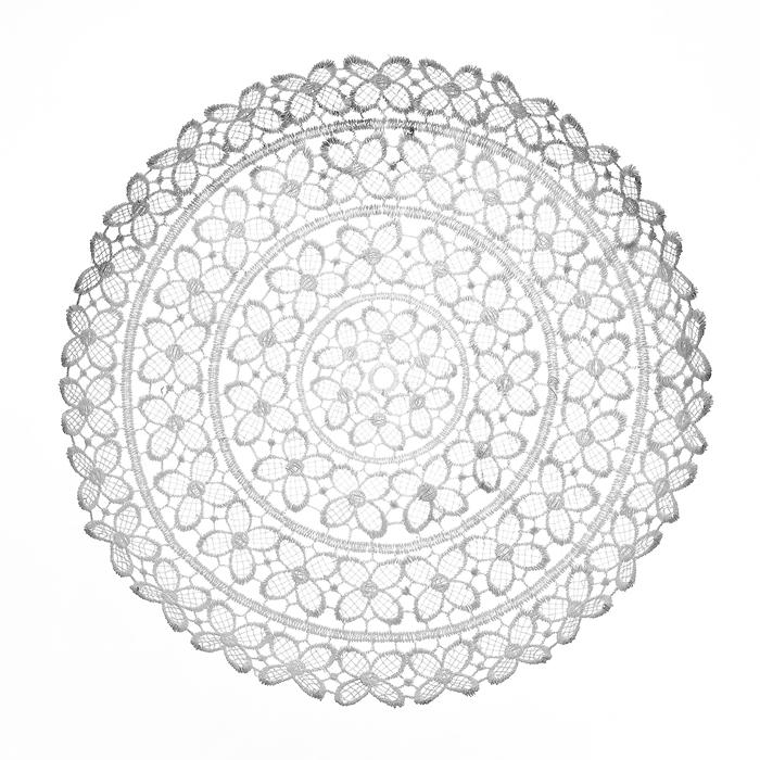 Тарелка декоративная Home Queen Клевер, цвет: белый, диаметр 25 см54 009312Тарелка Home Queen Клевер предназначена для украшения интерьера и сервировки стола. Изделие выполнено из полиэстера с красивым плетением в виде цветочных узоров, имеет жесткую форму. Такая оригинальная тарелка станет ярким украшением стола. Идеальный вариант для хранения пасхальных яиц, хлеба или конфет.Диаметр тарелки: 25 см.Высота тарелки: 3 см.