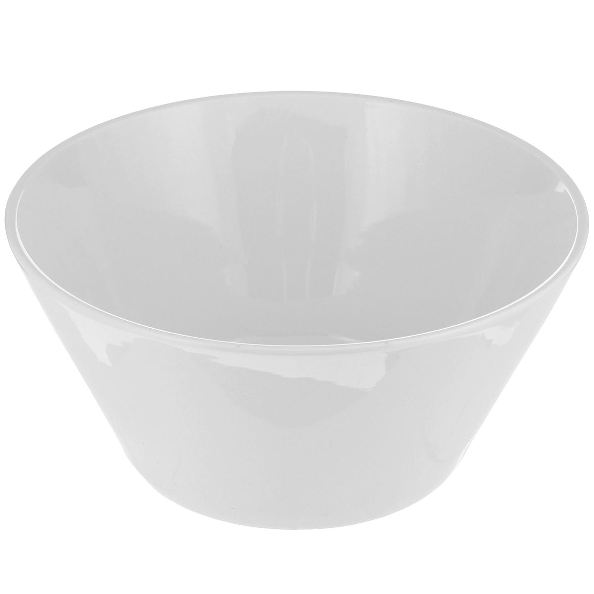 Миска Tescoma Gustito, диаметр 24 см386080Миска Tescoma Gustito выполнена из высококачественного фарфора однотонного цвета и прекрасно подойдет для вашей кухни. Такая тарелка изысканно украсит сервировку как обеденного, так и праздничного стола. Предназначена для подачи салатов и других блюд. Пригодна для использования в микроволновой печи. Можно мыть в посудомоечной машине.Диаметр: 24 см.Высота стенок: 11 см.