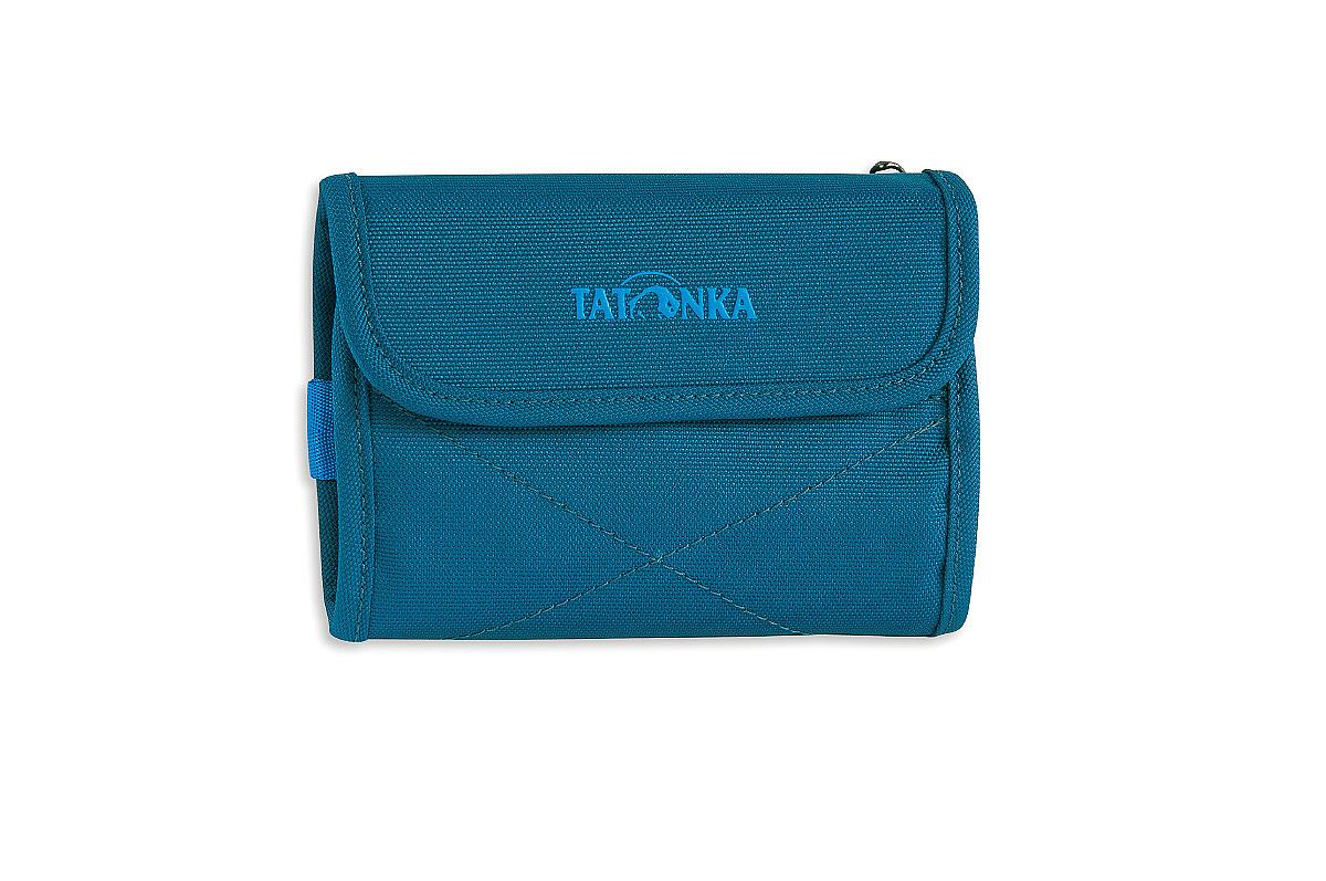 Кошелек Tatonka Euro Wallet, цвет: темно-синий. 2981.150ГризлиМодный кошелек Tatonka Euro Wallet выполнен из плотного полиэстера и оформлен декоративной прострочкой и названием бренда на лицевой стороне. Кошелек закрывается клапаном на застежку-липучку. Внутри - два отделения для купюр (одно из которых на застежке-молнии), четыре кармашка для кредитных карт, прозрачное пластиковое окошко, потайной кармашек, эластичный фиксатор и кольцо для крепления ключей или брелока. Обратная сторона кошелька дополнена декоративной молнией.Многофункциональный кошелек займет достойное место среди ваших аксессуаров.