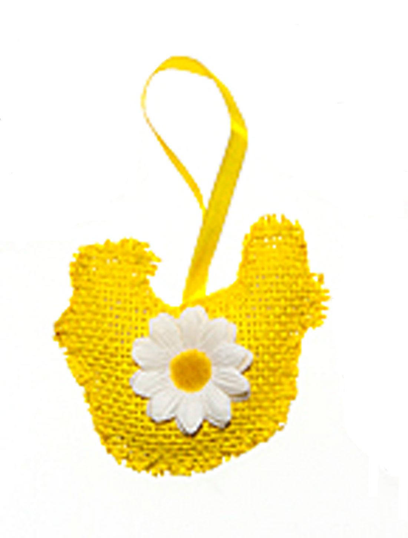 Декоративное подвесное украшение Home Queen Курочка, цвет: желтый34463Подвесное украшение Home Queen Курочка, выполненное в виде курицы, изготовлено из полиэстера и декорировано текстильным цветком. Изделие оснащено петелькой для подвешивания.Такое украшение прекрасно оформит интерьер дома или станет замечательным подарком для друзей и близких на Пасху. Размер: 8,5 см х 9 см х 2 см.