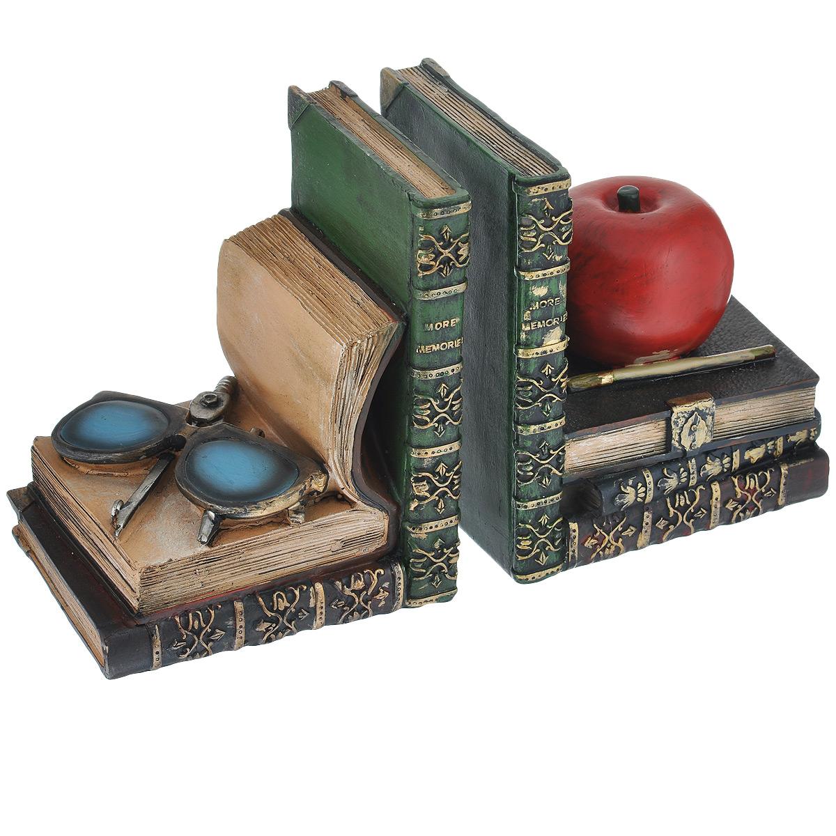 Подставка-ограничитель для книг Наука, 2 шт515-475Подставка-ограничитель для книг Наука изготовлена из полирезины. В комплект входит два ограничителя. Изделия выполнены в виде яблока и очков с циркулем, лежащие на постаменте из книг. Между ограничителями можно поместить неограниченное количество книг. Подставка-ограничитель для книг Наука - это не только подставка для книг, но и интересный элемент декора, который ярко дополнит интерьер помещения. Размер подставки-ограничителя: 12,5 см х 10 см х 15,5 см.Комплектация: 2 шт.