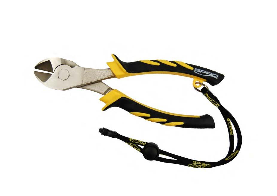 Инструмент рыболова SPRO Super Side Cutters, 20 см3040Плоскогубцы рыболова SPRO Super Side Cutters выполнены из нержавеющей стали. Они предназначены для обрезки и отжима рыболовных крючков. Пластиковые ручки, оснащенные резиновыми вставками, оснащены кольцом. В это кольцо вставляется специальный регулируемый ремешок, который крепится на руке и, таким образом, не дает выскользнуть инструменту из ваших рук (входит в комплект). Такие плоскогубцы станут отличным выбором для рыболовов, любящих высокое качество инструмента.Длина инструмента: 20 см.