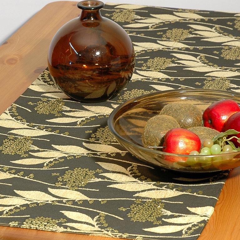 Дорожка для декорирования стола Schaefer, прямоугольная, цвет: темно-зеленый, бежевый, 43 x 135 см 06032-285VT-1520(SR)Прямоугольная дорожка Schaefer выполнена из полиэстера (30%), вискозы (35%) и полиакрила (46%) и оформлена цветочным орнаментом. Вы можете использовать дорожку для декорирования стола, комода или журнального столика. Это изделие будет украшением вашей квартиры или загородного дома!Благодаря такой дорожке вы защитите поверхность мебели от воды, пятен и механических воздействий, а также создадите атмосферу уюта и домашнего тепла в интерьере вашей квартиры. Изделия из искусственных волокон легко стирать: они не мнутся, не садятся и быстро сохнут, они более долговечны, чем изделия из натуральных волокон.