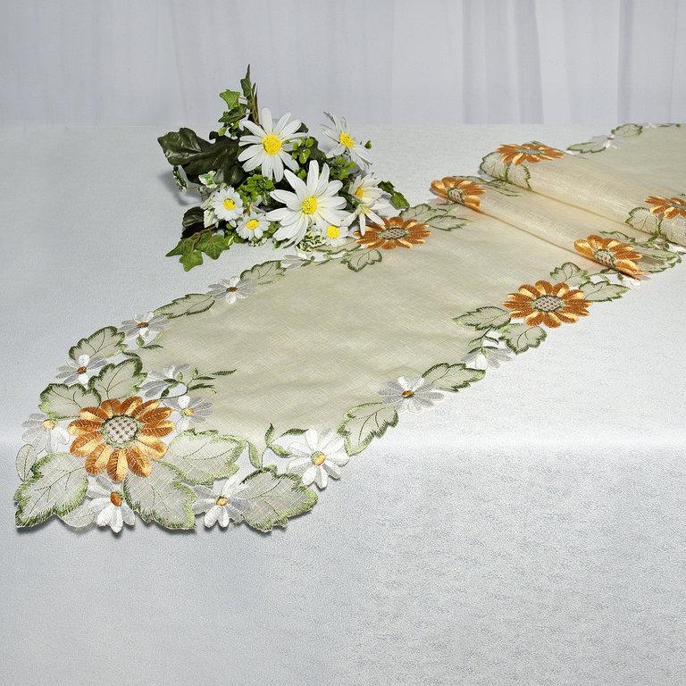Дорожка для декорирования стола Schaefer, прямоугольная, цвет: зеленый, оранжевый, 30 x 180 см 06597-248AMC-00070Прямоугольная дорожка Schaefer изготовлена из высококачественного полиэстера и оформлена вышивкой шелковыми нитями на вуальке. Вы можете использовать дорожку для декорирования стола, комода или журнального столика.Благодаря такой дорожке вы защитите поверхность мебели от воды, пятен и механических воздействий, а также создадите атмосферу уюта и домашнего тепла в интерьере вашей квартиры. Изделия из искусственных волокон легко стирать: они не мнутся, не садятся и быстро сохнут, они более долговечны, чем изделия из натуральных волокон. Изысканный текстиль от немецкой компании Schaefer - это красота, стиль и уют в вашем доме. Дорожка органично впишется в интерьер любого помещения, а оригинальный дизайн удовлетворит даже самый изысканный вкус. Дарите себе и близким красоту каждый день!