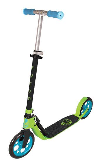 Самокат Zycom Easy Ride 200, цвет: зеленый, голубойRA-Самокат Zycom Easy Ride 200 выполнен из алюминия, за счет чего он имеет небольшой вес. Высота руля регулируется. На руле имеются мягкие накладки. Самокат оснащен 2 большими полиуретановыми колесами. Дека имеет нескользящее покрытие. Самокат оборудован подножкой. Заднее колесо оснащено тормозом. Zycom Easy Ride 200 понравится всем любителям езды на самокате.