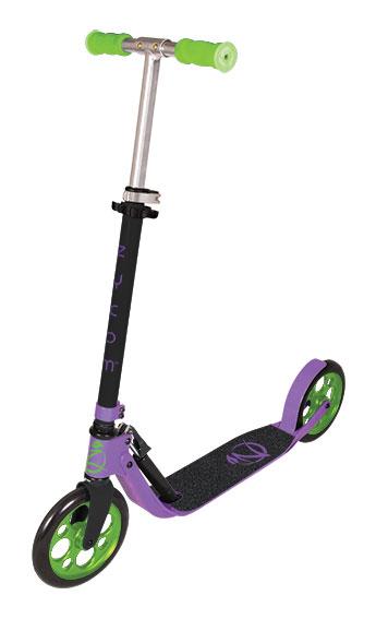 Самокат Zycom Easy Ride 200, цвет: фиолетовый, зеленыйST-ALU-2RW-SPIDER MANСамокат Zycom Easy Ride 200 выполнен из алюминия, за счет чего он имеет небольшой вес. Высота руля регулируется. На руле имеются мягкие накладки. Самокат оснащен 2 большими полиуретановыми колесами. Дека имеет нескользящее покрытие. Самокат оборудован подножкой. Заднее колесо оснащено тормозом. Zycom Easy Ride 200 понравится всем любителям езды на самокате.