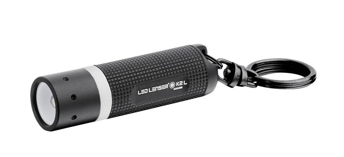 Фонарь-брелок Led Lenser K2-LFR-1240От производителя Брелок для ключей. Световой поток - 25 лм. Время свечения до 1 лм - 5,5 часов. Длина - 60 мм. Вес - 21 г. Питание - 4 х AG13 1,5 В. Количество светодиодов - 1. Эффективная дальность свечения – до 20 м. Картонная упаковка.