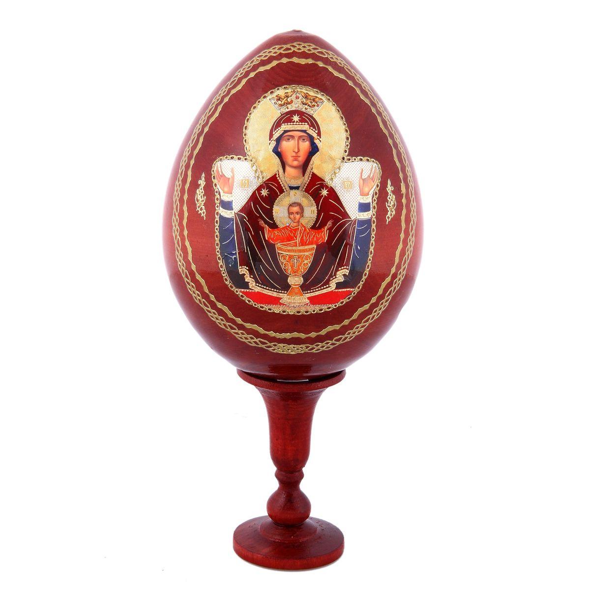 Яйцо декоративное Sima-land Неупиваемая чаша, на подставке, высота 21 см41619Декоративное яйцо Sima-land Неупиваемая чаша изготовлено из дерева с лаковым покрытием. Яйцо оформлено изображением иконы Неупиваемая чаша и золотыми узорами. Изделие располагается на деревянной подставке. Декоративное яйцо Sima-land Неупиваемая чаша принесет в ваш дом ощущение торжества, душевного уюта и станет идеальным подарком на Пасху. Диаметр яйца: 9,5 см. Высота яйца: 13,5 см. Размер подставки: 4 см х 4 см х 7,5 см.