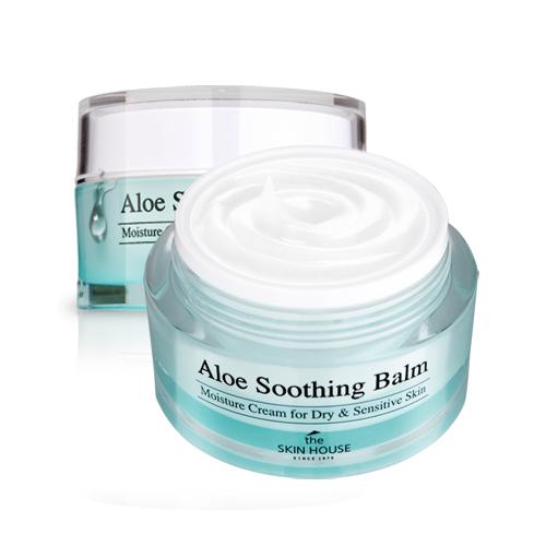 The Skin House Крем-бальзам сэкстрактом алоэ, 50 гZ3805Крем-бальзам на основе экстракта алоэ создан для бережной заботы о коже в зимнее время. Крем интенсивно питает и увлажняет кожу, регулирует гидро-липидный баланс, а так же успокаивает и снимает стресс. Создает на поверхности эпидермиса защитный барьер, который снижает негативное воздействие факторов окружающей среды, а так же предотвращает обезвоживание. Делает кожу эластичной, а так же способствует ее быстрому восстановлени. Улучшает общий тон и цвет лица. Средство прошло клинические испытания, которые доказали его высокие увлажняющие способности.Быстро впитывается и не оставляет ощущения липкой пленки. Подходит для всех типов кожи, рекомендован для жирной и чувствительной.Может использоваться как увлажняющая база под макияж и увлажняющая маска.
