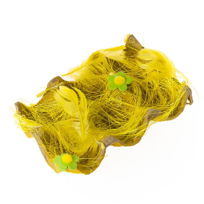 Подставка декоративная Home Queen Полянка, для 6 яиц, цвет: желтый, 14 х 9 х 4 смTR40721B1N1Декоративная подставка для яиц Home Queen Полянка изготовлена из плотного картона, оформлена сизалем, декорирована пером и цветочками. Изделие имеет 6 выемок для хранения яиц. Идеальный вариант для Пасхи. Такая подставка красиво оформит праздничный стол и создаст особое настроение.