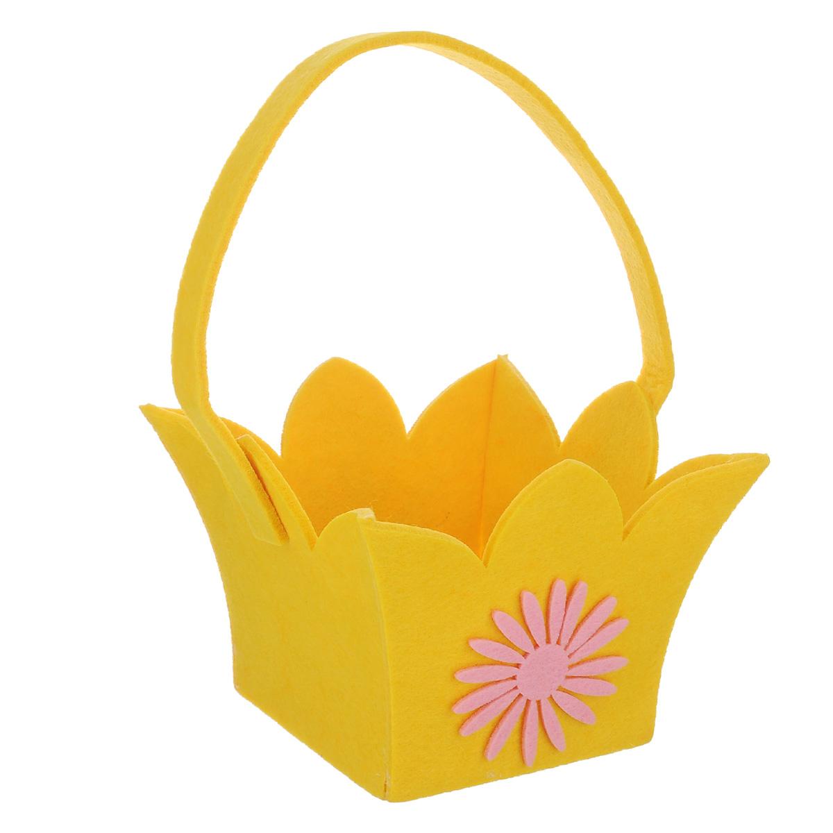 Корзинка Home Queen Лилия, цвет: желтый, 14 см х 14 см х 12 см09840-20.000.00Корзинка Home Queen Лилия предназначена для украшения интерьера и сервировки стола. Изделие выполнено из фетра, оформлено аппликацией в виде цветка. Корзинка оснащена ручкой. Такая оригинальная корзинка станет ярким украшением стола. Идеальный вариант для хранения пасхальных яиц или хлеба.