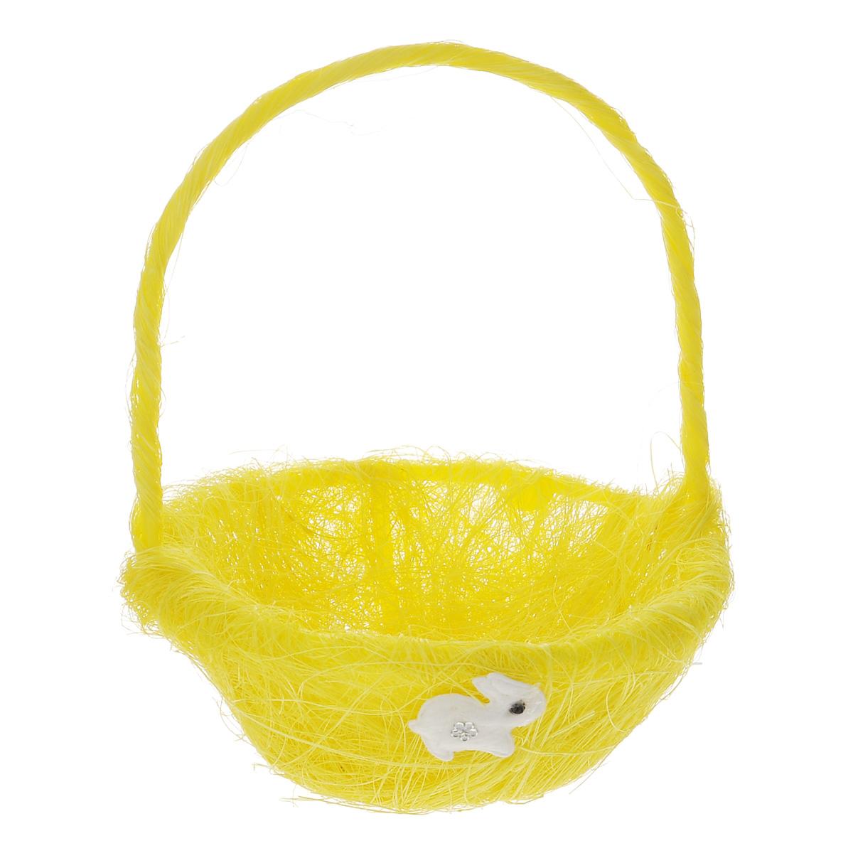 Корзинка декоративная Home Queen Легкость, цвет: желтый, 14,5 см х 19 см66818_1Декоративная корзинка Home Queen Легкость предназначена для украшения интерьера и сервировки стола. Изделие выполнено из сизаля, имеет жесткий пластиковый каркас. Внешние стенки украшены аппликацией в виде белого зайчонка. Корзинка оснащена ручкой.Такая оригинальная корзинка станет ярким украшением стола. Идеальный вариант для хранения пасхальных яиц. Диаметр корзинки: 14,5 см. Высота корзинки: 6 см. Высота корзинки (с ручкой): 19 см.
