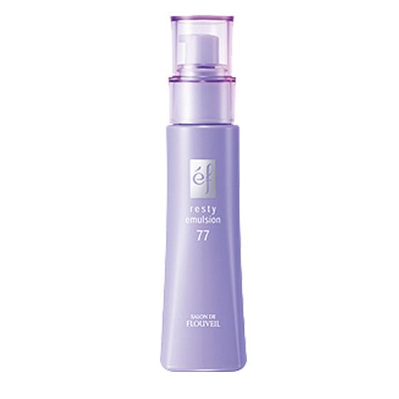 Flouveil Увлажняющая эмульсия EF-77 для лица 80млFS-00897Легкая эмульсия эффективно увлажняет кожу, создает на её поверхности защитную пленочку, которая защищает от негативного воздействия окружающей среды, а также препятствует испарению влаги. Благодаря легкой текстуре, не оставляет ощущения перегруженности на коже. Входящие в состав природные экстракты корня воробейника и бука способствуют восстановлению волокон эластина и сокращают морщинки. Экстракт бифидобактерий поддерживает собственный иммунитет кожи, помогая восстанавливаться самостоятельно. Гиалуроновая кислота удерживает влагу в коже, не позволяя ей испаряться в течение дня. Экстракт пиона снимает микровоспаления кожи, выравнивает ее тон. Экстракт лилии смягчает и придает коже шелковистость! Насладитесь легким цветочным ароматом!