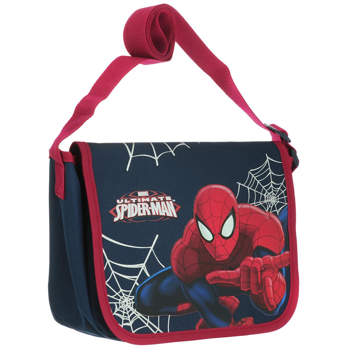 Сумка детская на плечо Spider-Man, цвет: синий, красный. SMAP-UT-4072BA7426Детская сумка Spider-Man выполнена из прочного полиэстера и оформлена термоаппликацией с изображением супергероя Человека-Паука. Сумочка содержит одно отделение и закрывается клапаном на липучках. Внутри находится пришивной кармашек для мелочей на молнии.Сумочка оснащена регулируемым по длине текстильным ремнем для переноски на плече, благодаря чему подойдет ребенку любого роста.