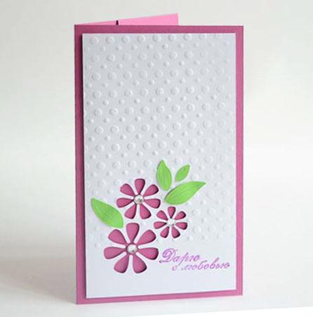 Открытка-конверт Дарю с любовью. Студия Тетя РозаОЖ-0055 фуксияХарактеристики: Размер 19 см x 11 см.Материал: Высоко-художественный картон, бумага, декор.Описание: Данная открытка может стать как прекрасным дополнением к вашему подарку, так и самостоятельным подарком. Так как открытка является и конвертом в который вы можете вложить ваш денежный подарок или просто написать ваши пожелания на вкладыше.Игра контрастов. Сквозь белоснежный тисненый фон проглядывает яркая основа, цветы украшены стразами.Так же открытка упакована в пакетик для сохранности. Обращаем Ваше внимание на то, что открытка может незначительно отличаться от представленной на фото.Открытки ручной работы от студии Тётя Роза отличаются своим неповторимым и ярким стилем. Каждая уникальна и выполнена вручную мастерами студии. (Открытка для мужчин, открытка для женщины, открытка на день рождения, открытка с днем свадьбы, открытка винтаж, открытка с юбилеем, открытка на все случаи, скрапбукинг)
