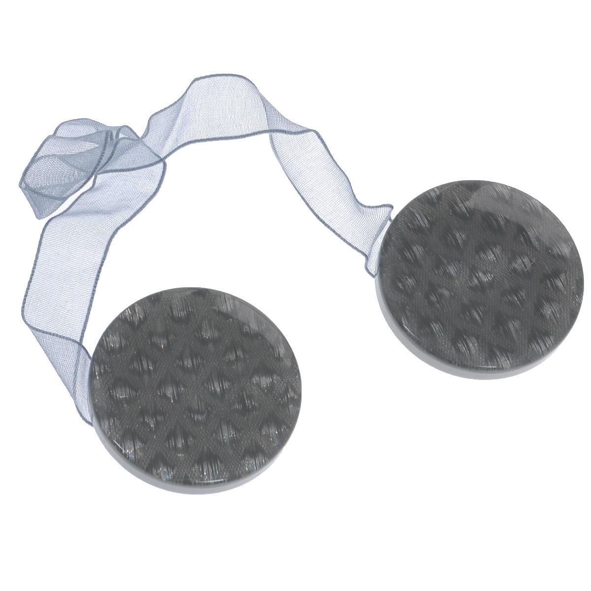 Клипса-магнит для штор Calamita Fiore, цвет: серый. 7704005_72680653Клипса-магнит Calamita Fiore, изготовленная из пластика, предназначена для придания формы шторам. Изделие представляет собой два магнита круглой формы, расположенные на разных концах текстильной ленты. С помощью такой магнитной клипсы можно зафиксировать портьеры, придать им требуемое положение, сделать складки симметричными или приблизить портьеры, скрепить их. Клипсы для штор являются универсальным изделием, которое превосходно подойдет как для штор в детской комнате, так и для штор в гостиной. Следует отметить, что клипсы для штор выполняют не только практическую функцию, но также являются одной из основных деталей декора этого изделия, которая придает шторам восхитительный, стильный внешний вид.Диаметр клипсы: 4 см.Длина ленты: 28 см.