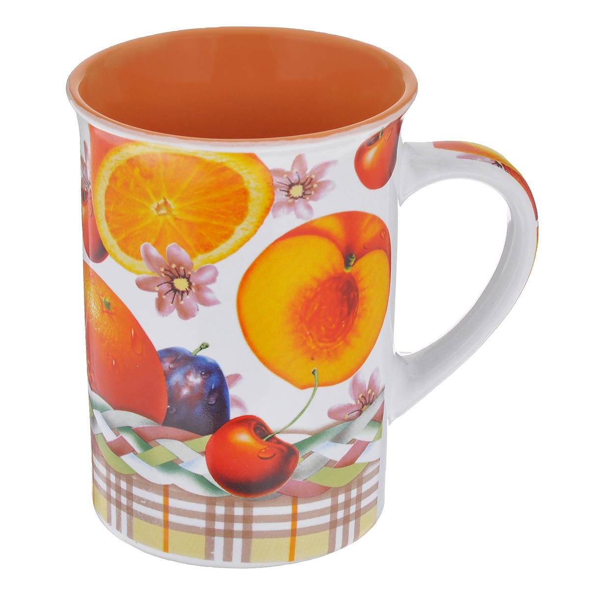 Кружка Фрукты, 340 мл54 009312Кружка Фрукты выполнена из высококачественной керамики. Снаружи она декорирована ярким изображением сочных фруктов.Кружка сочетает в себе оригинальный дизайн и функциональность. Благодаря такой кружке пить напитки будет еще вкуснее. Диаметр кружки по верхнему краю: 8,5 см.Высота стенок: 11 см.Объем: 340 мл.