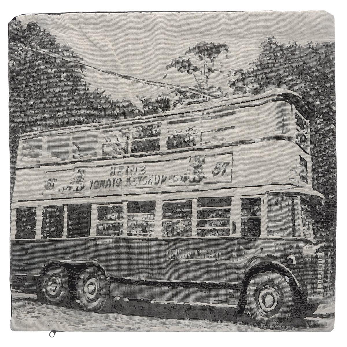 Наволочка декоративная Schaefer, цвет: бежевый, черный, 45 х 45 см 07370-502BW-4753Изысканная наволочка Schaefer выполнена из полиэстера (65%) и хлопка (35%). Лицевая сторона наволочки декорирована вышитым изображением лондонского автобуса. Наволочка застегивается на застежку-молнию.Изделия из искусственных волокон легко стирать: они не мнутся, не садятся и быстро сохнут, они более долговечны, чем изделия из натуральных волокон. Это изделие немецких дизайнеров не останется без внимания ваших гостей, а вас будет ежедневно радовать своим позитивом.