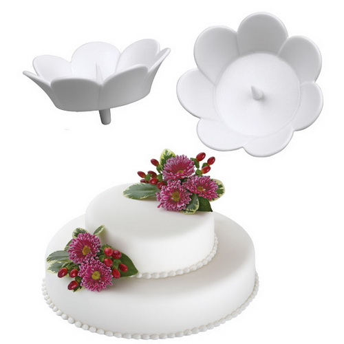 Набор держателей для цветов на торте Wilton Цветок, цвет: белый, 3 штWLT-205-8504Набор Wilton Цветок состоит из трех держателей для живых цветов на торте, изготовленных из пластика. Держатель выполнен в виде цветка и оснащен ножкой для фиксации изделия на торте. В центре держателя имеется специальный шип для крепления живого цветка в чаше.С держателями Wilton Цветок ваш торт будет смотреться по-настоящему празднично!Размер держателя (без ножки): 4 см х 4 см х 1,5 см.