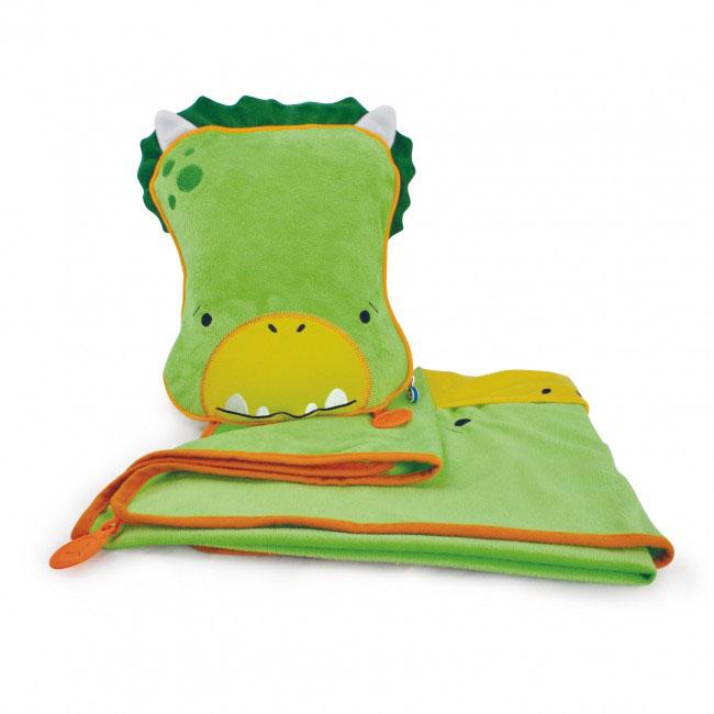 Дорожный набор Trunki Dudley, 3в1, цвет: зеленый, желтый531-105Удивительно полезный дорожный набор Trunki Dudley должен быть у каждого маленького путешественника. Подушку с пледом внутри, легко и просто можно брать с собой в самолет, поезд или машину. Ваш малыш теперь будет с комфортом спать в дороге, положив головку на мягкую надувную подушку и укрывшись одеялом. Подушка выполнена в виде забавной рожицы крокодила. Набор укомплектован надувной вставкой, превращающейся в подушку. На пледе есть специальный кармашек, куда можно посадить свою любимую игрушку. Комплект имеет уникальное крепление Trunki Grip, соединяющее одеяло и подушку, чтобы вам не приходилось часто укрывать вашего малыша. Рекомендуемый возраст: от 2 лет.Размер подушки: 26 см х 21 см. Размер пледа: 70 см х 90 см.