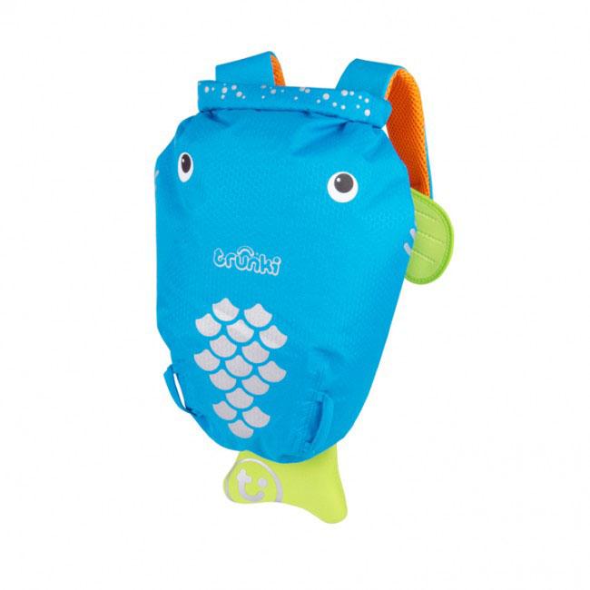Детский рюкзак для бассейна и пляжа Trunki Рыба, цвет: голубой, оранжевый, салатовый, 7,5 л72523WDДетский рюкзак для бассейна и пляжа Trunki Рыба - великолепный подарок для маленьких спортсменов и путешественников.Выполнен из прочного и водоотталкивающего материала в виде забавной рыбки голубого цвета с салатовыми плавниками. Рюкзак состоит из вместительного отделения, закрывающегося с помощью скрутки, которая также сохранит содержимое и защитит от проникновения воды. Благодаря широкой горловине рюкзака в него очень удобно складывать вещи.Конструкция спинки дополнена противоскользящей сеточкой и системой вентиляции для предотвращения запотевания спины ребенка. Мягкие широкие лямки позволяют легко и быстро отрегулировать рюкзак в соответствии с ростом. На правой лямке рюкзака предусмотрено специальное крепление Trunki grip, с помощью которого можно подвесить детские солнцезащитные очки. Рюкзак оснащен петлей для подвешивания. Также имеет светоотражающие элементы и карман в виде плавника, куда можно положить различные мелочи.Рюкзак Trunki Рыба прекрасно подойдет для походов в бассейн и на пляж, поездок, занятий спортом. Ребенку непременно понравится этот яркий стильный аксессуар, который станет для него постоянным спутником.Рекомендуемый возраст: от 3 лет.