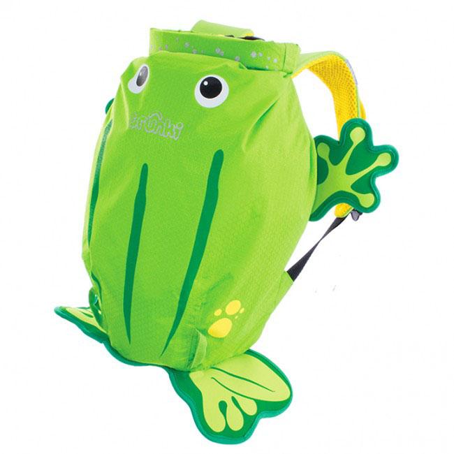 Детский рюкзак для бассейна и пляжа Trunki Лягушка, цвет: салатовый, желтый, 7,5 л72523WDДетский рюкзак для бассейна и пляжа Trunki Лягушка - великолепный подарок для маленьких спортсменов и путешественников.Выполнен из прочного и водоотталкивающего материала в виде лягушки салатового и желтого цветов. Рюкзак состоит из вместительного отделения, закрывающегося с помощью скрутки, которая также сохранит содержимое и защитит от проникновения воды. Благодаря широкой горловине рюкзака в него очень удобно складывать вещи.Конструкция спинки дополнена противоскользящей сеточкой и системой вентиляции для предотвращения запотевания спины ребенка. Мягкие широкие лямки позволяют легко и быстро отрегулировать рюкзак в соответствии с ростом. На правой лямке рюкзака предусмотрено специальное крепление Trunki grip, с помощью которого можно подвесить детские солнцезащитные очки. Рюкзак оснащен петлей для подвешивания. Также имеет светоотражающие элементы, и внешний карман в нижней части рюкзака, куда можно положить различные мелочи.Рюкзак Trunki Лягушка прекрасно подойдет для походов в бассейн и на пляж, поездок, занятий спортом. Ребенку непременно понравится этот яркий стильный аксессуар, который станет для него постоянным спутником.Рекомендуемый возраст: от 3 лет.