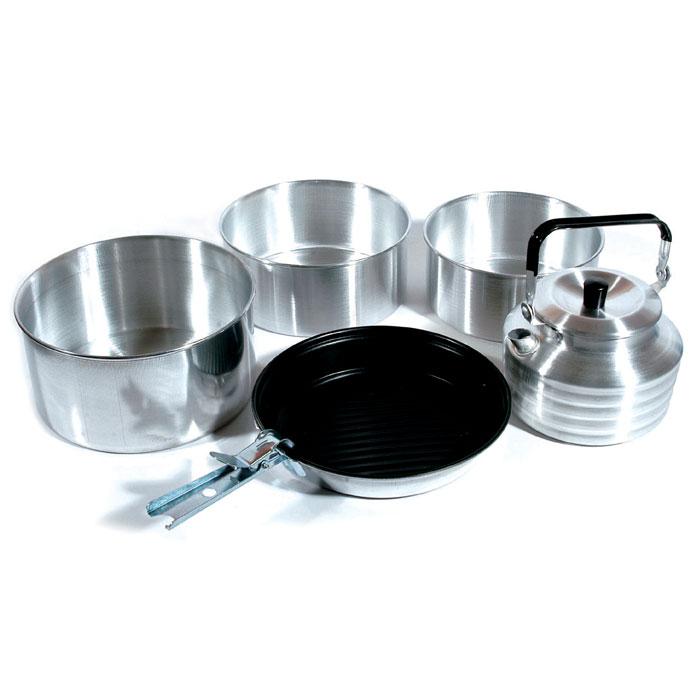 Набор походной посуды KingCamp Camper 4 KP3903, 6 предметовУТ-00002421Набор походной посуды Camper 4 включает в себя три кастрюли, чайник с крышкой, сковородку и съемную ручку. Набор идеально подойдет для приготовления пищи во время похода. Сковородку можно использовать как крышку для кастрюль. Посуда изготовлена из алюминия, а сковорода имеет твердое анодированное покрытие. Посуда легкая и компактно складывается, поэтому не займет в походном рюкзаке много места. Размер большой кастрюли: 20 см х 20 см х 10 см.Размер средней кастрюли: 18 см х 18 см х 8 см.Размер малой кастрюли: 17 см х 17 см х 8 см.Размер сковороды: 20 см х 20 см х 3 см.Объем чайника: 1 л.Длина съемной ручки: 12,5 см.