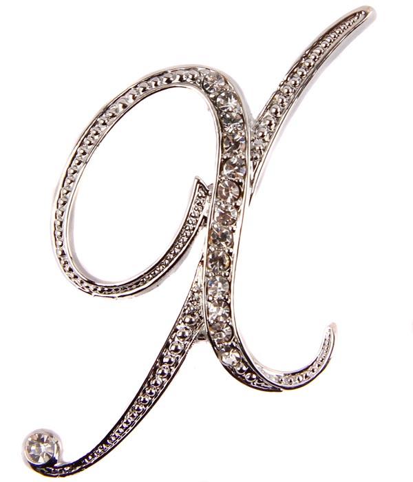 Брошь Буква Х. Бижутерный сплав, австрийские кристаллы. Начало XXI векаБрошь-булавкаБрошь Буква Х.Бижутерный сплав, австрийские кристаллы.Западная Европа, начало XXI века.Сохранность хорошая.Размер: 7 см х 3 см.Именная брошь на лацкане жакета, платье или рубашке - и пусть окружающие угадывают, как именно вас зовут! Отличный подарок подруге, коллеге, начальнице... или даже школьной учительнице вашего ребенка.А может, и себе любимой?Выполнена брошь из бижутерного сплава отличного качества.Украшена множеством австрийских кристаллов ювелирной огранки.